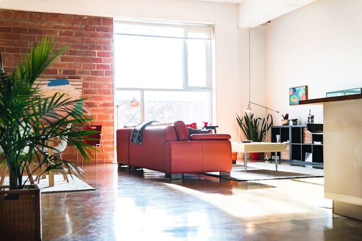 Spacious Downtown Warehouse Loft w U/G Parking