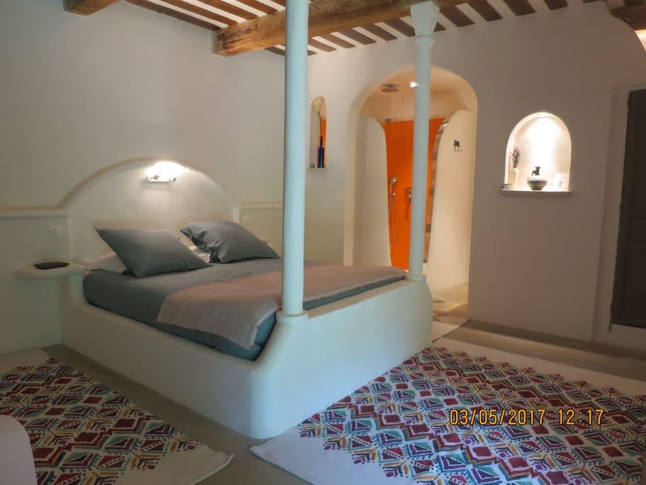 chambre cuisine d 39 t patio 1km pontdugard uz s chambres d 39 h tes louer castillon du. Black Bedroom Furniture Sets. Home Design Ideas