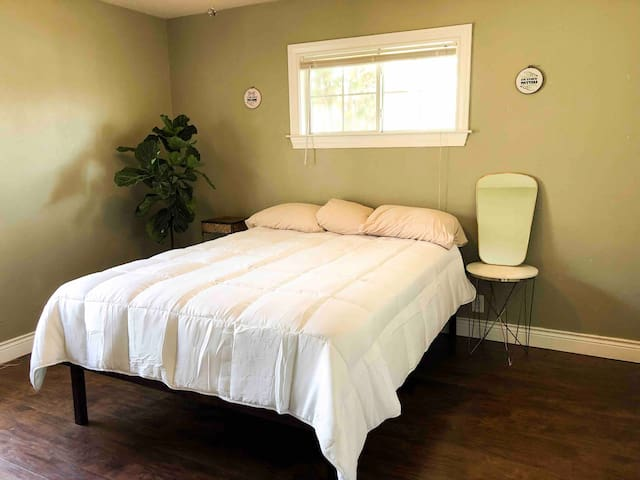 Private Queen Bedroom, Cute Residential House