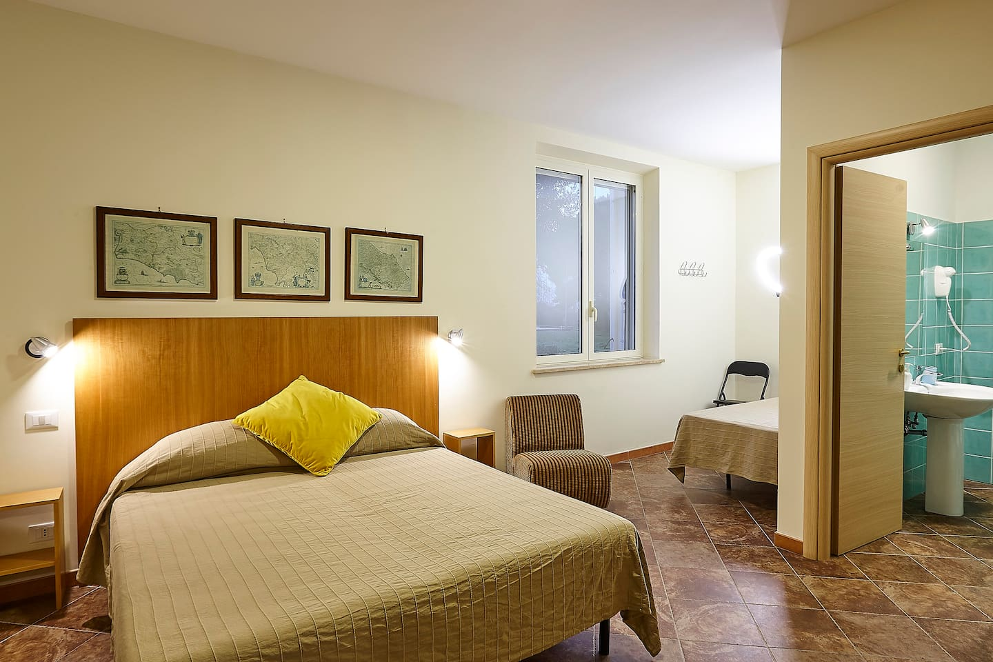 triple room with king size bed and single bed