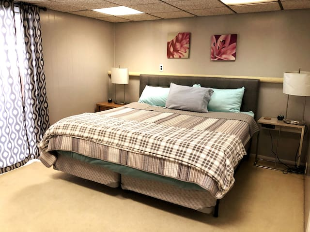 Lower king bedroom.
