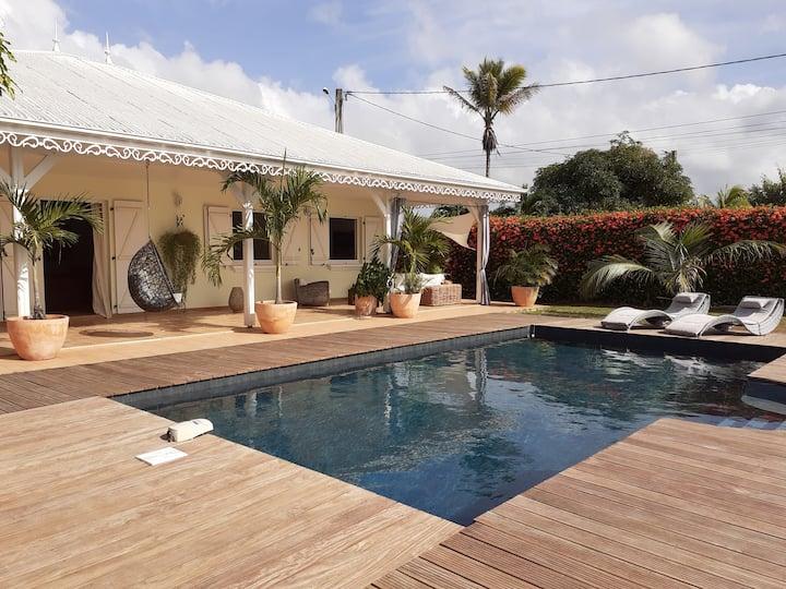 Magnifique villa créole avec piscine