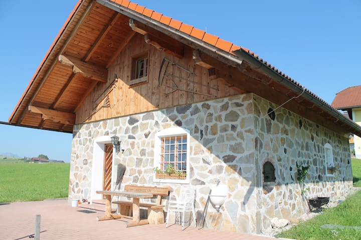 idyllisches, ruhiges Häuschen am Lande - Elixhausen - Casa