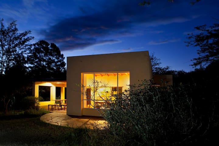 Comodas casas y entorno serrano. - Nono - Blockhütte