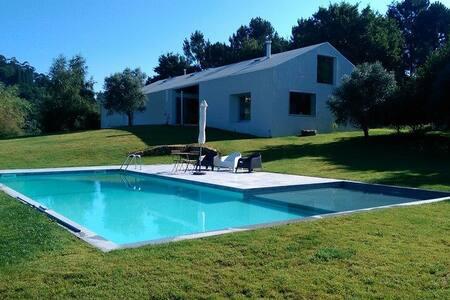 Casa 4 quartos e piscina privativa - Rabalde - 別墅