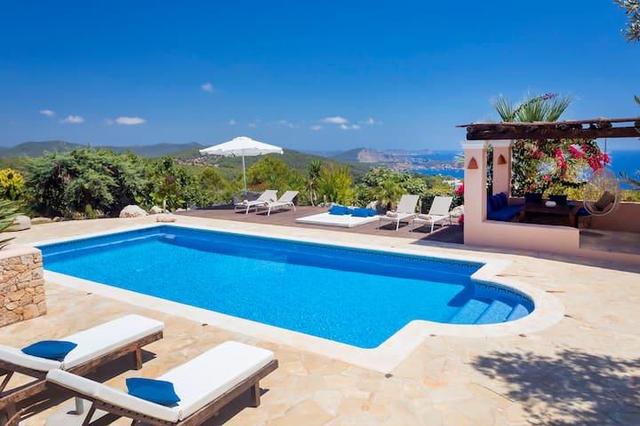New! Villa Cas Berris