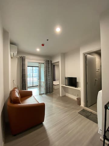 Cozy room nearby MRT at the heart of the city