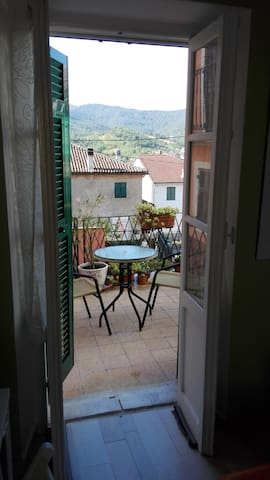 Private room with balcony in Bosio (AL ) - Bosio - Casa