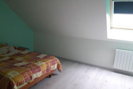 Chambre neuve à l'étage - Carhaix-Plouguer - Huis