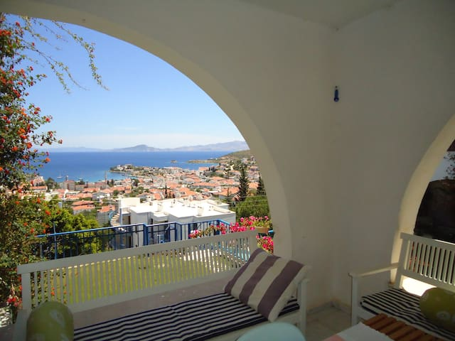 Sunrise & Seaview Apart with Pool & WiFi/TV - Datça - Apartemen