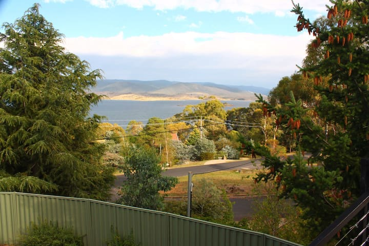 Lake and Snowy Mountain View House - East Jindabyne