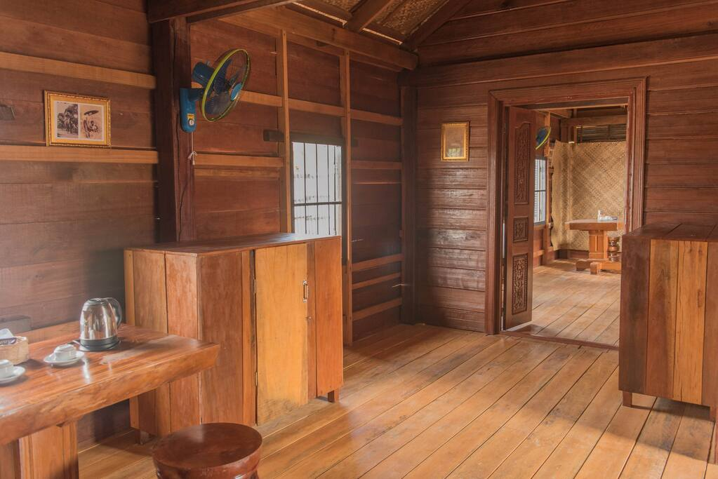 Chambre de Ming Vue sur chambre de Pou.