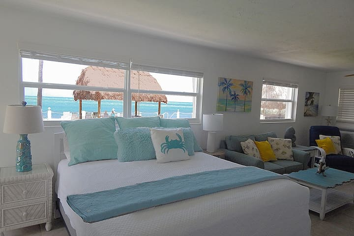 Oceanfront Breeze Condo Stunning Views, Beach/Pool