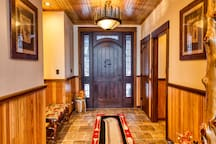 HemLocke Lodge Foyer
