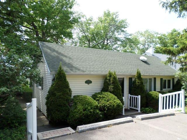 Magnolia Lakeside Cottage on Seneca Lake - Romulus - Huis