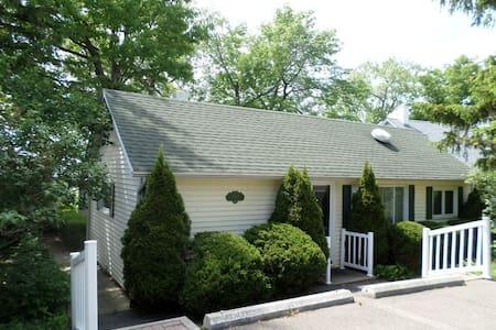 Magnolia Lakeside Cottage on Seneca Lake - Romulus - Haus