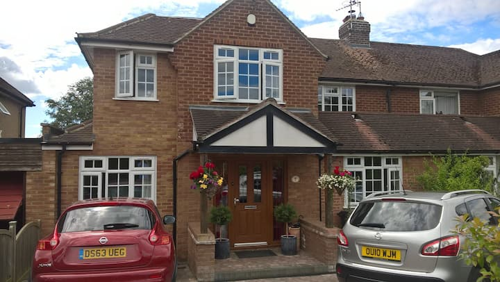 Lovely house, close to Harpenden, & Luton airport