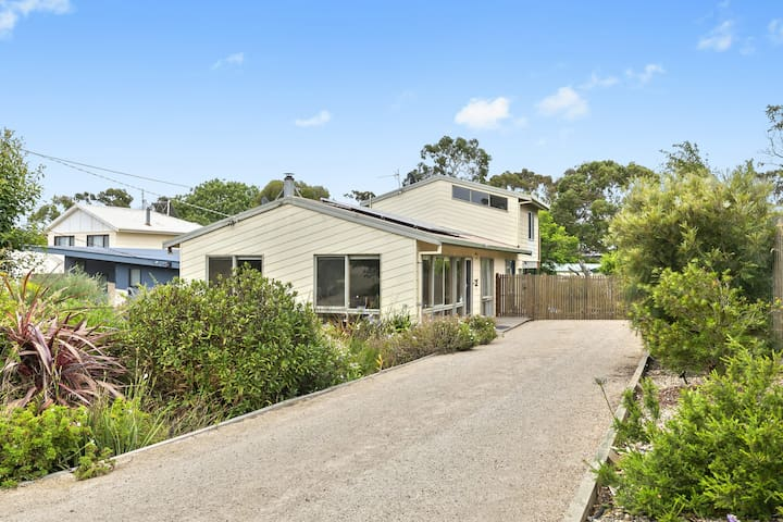 """ Anglesea Haven"", close to village with privacy"