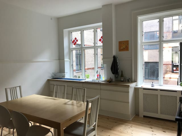 Central Room in CPH next to unique cafes! :)