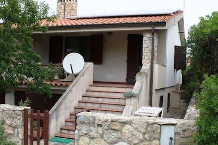 Casa a 8o m. dal mare - Mandriola