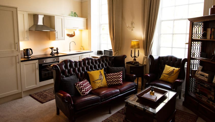 The Bankhouse Apartment - Open plan Living Room with Dining Area that seats four.