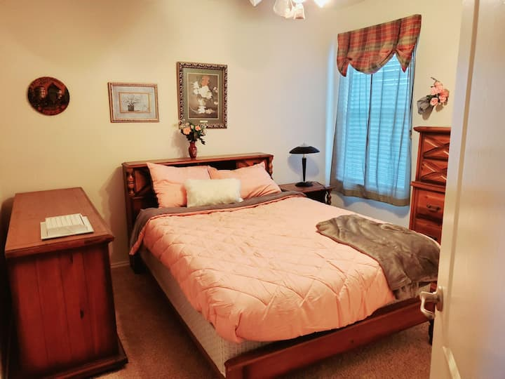 ⭐Entire Upstairs⭐ 4 bedroom   2 baths   GREAT LTR
