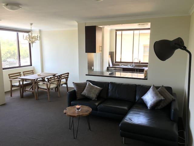 Spacious 2 Bedroom Apartment - Perfect for Bondi - Bondi - Appartement