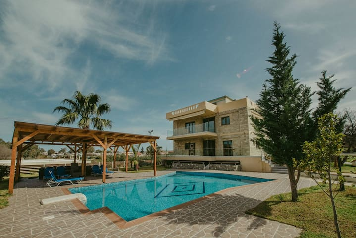 Villa Mirsini, stone villa close to the beach !