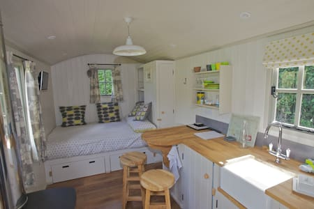 Apple Blossom Shepherds Hut - Kenn - Baraka