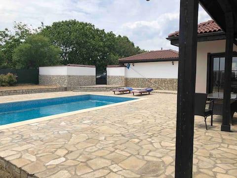 2 Bedroom Villa with pool, near to Sunny beach.