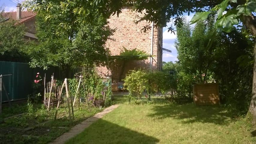 Charmante maison et jardin aux portes de paris maisons louer ch tillon le de france france - Location maison jardin ile de france colombes ...
