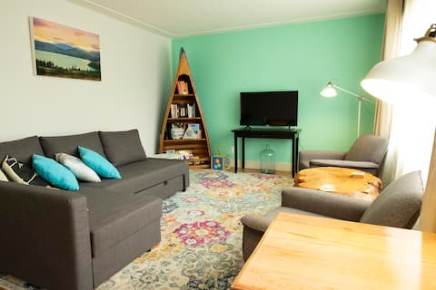 Central, family-orientated bungalow sleeps up to 6