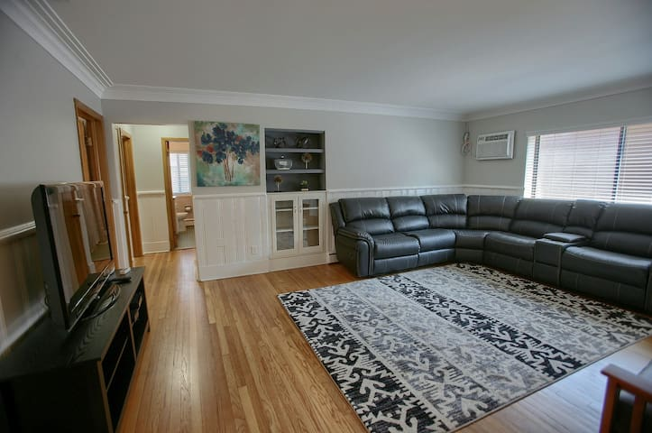Cozy 3 Bed Apt in heart of Downtown Birmingham (7)