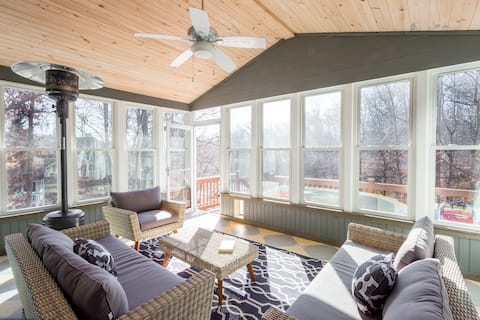 Perfect Lake House wDock sleeps 12 Great for Fall