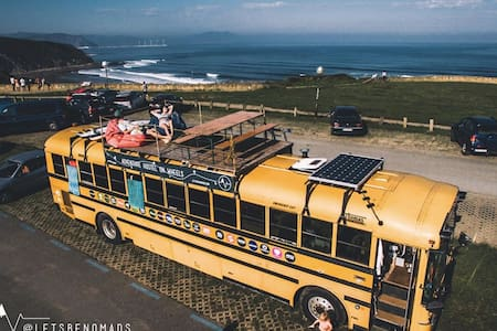 The adventure hostel on wheels: The Nomads Bus - Tux - Aamiaismajoitus