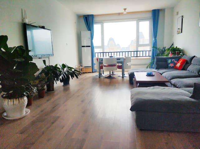 万达广场附近湖景高层160平宽敞三室