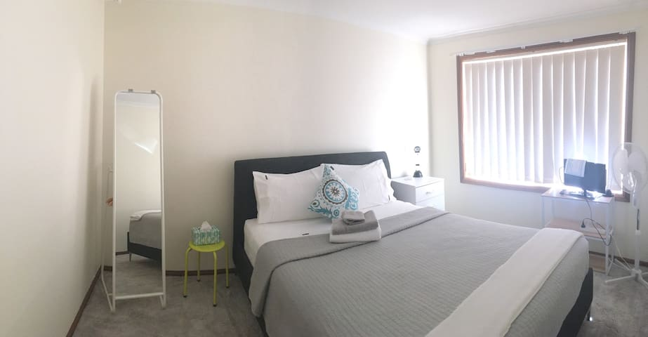 Comfy queen size bed, super clean and fresh .. bright and airy during the day ..