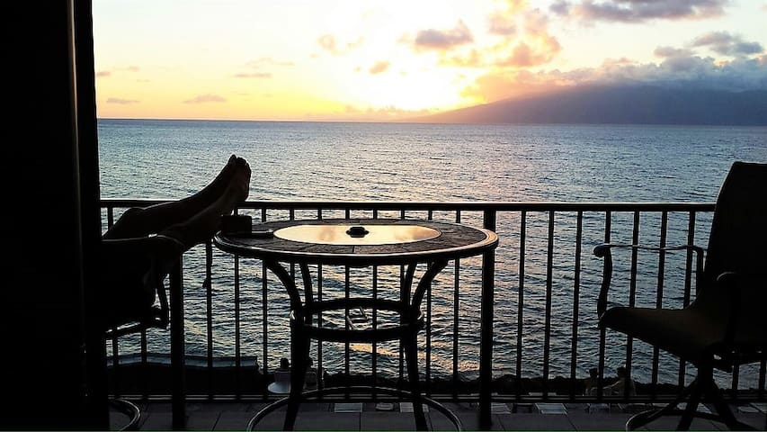 GREAT LOCATION, AMAZING OCEANFRONT VIEWS!