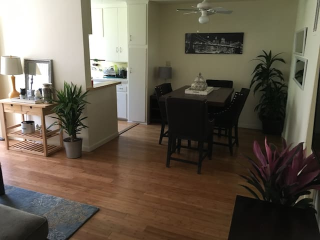 Charm!ng West Hollywood Apartment - West Hollywood - Byt