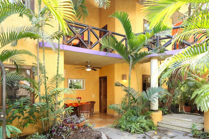 Villas del Rio: nice apt. downtown, 1blk to beach