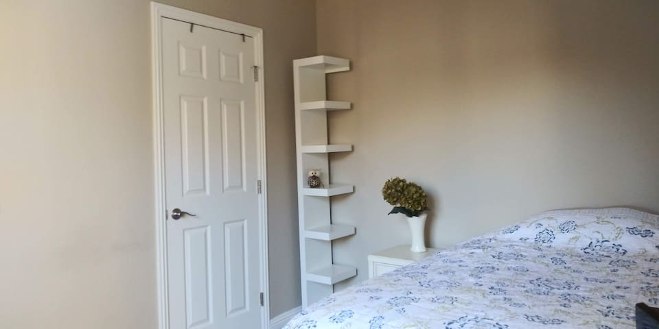 Affordable room near beach, shoppes, and Village.