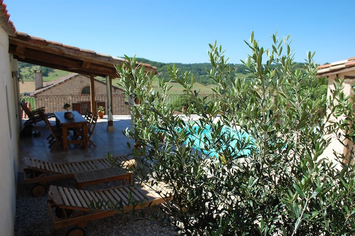 Stay in the medieval Cordes sur Ciel - Cordes-sur-Ciel - Bed & Breakfast