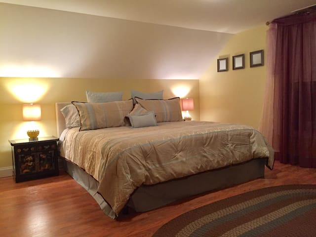 King Sized Suite Delight - Arlington - Haus