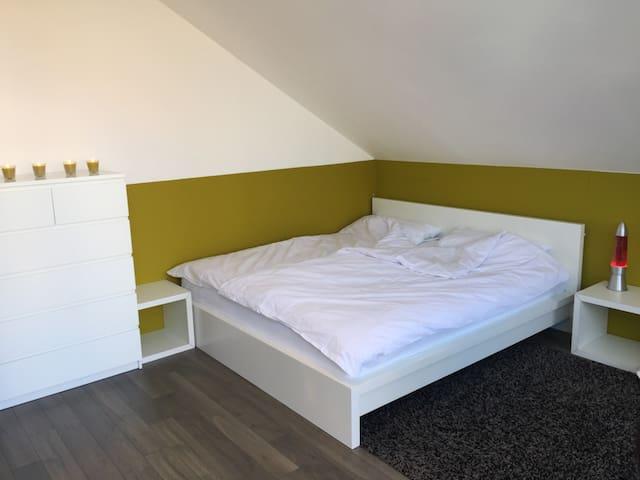 Schlafzimmer 1 mit eigenem Balkon