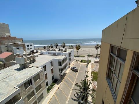 Amplio apartamento con vista al mar en Pimentel!