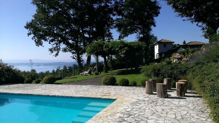 Beautiful rooms in Italian Villa