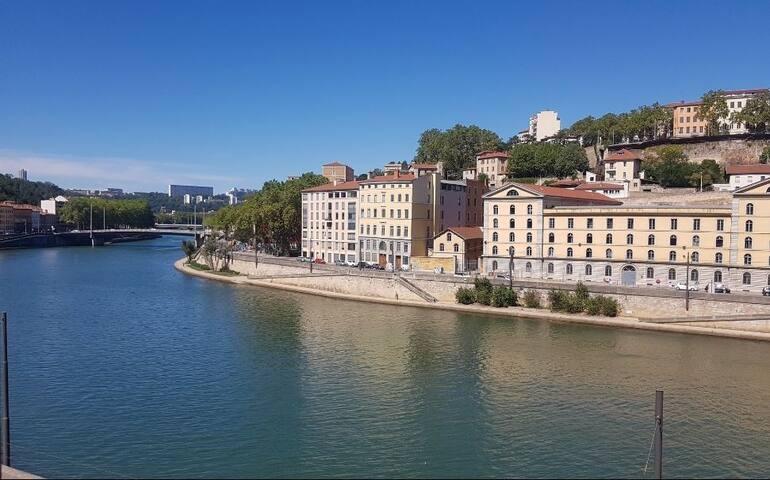 Appartement avec vue superbe sur la Saône