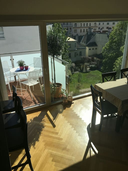 12 sqm terrace and panoramic view into inner yard