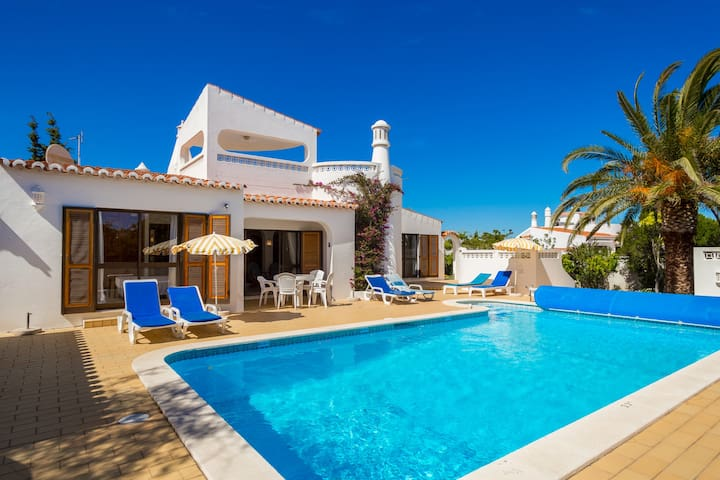 Beautiful 4 Bed Villa With Heated Pool, Carvoeiro