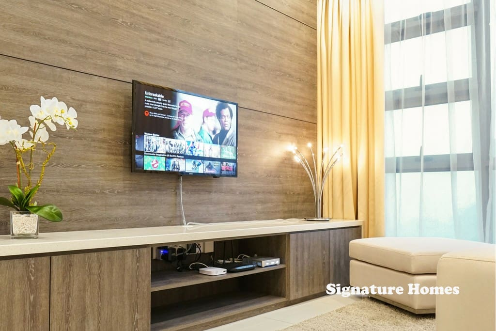 Care for a movie marathon? Our SmartTV comes with NETFLIX, so enjoy thousands of blockbuster movies all day long! Check out our Digital HouseGuide on this!